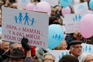 Во Франции одобрен закон об однополых браках