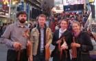 В Нью-Йорке православные провели акцию «Георгиевская ленточка»