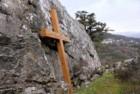 В Крыму вандалы спилили поклонный крест